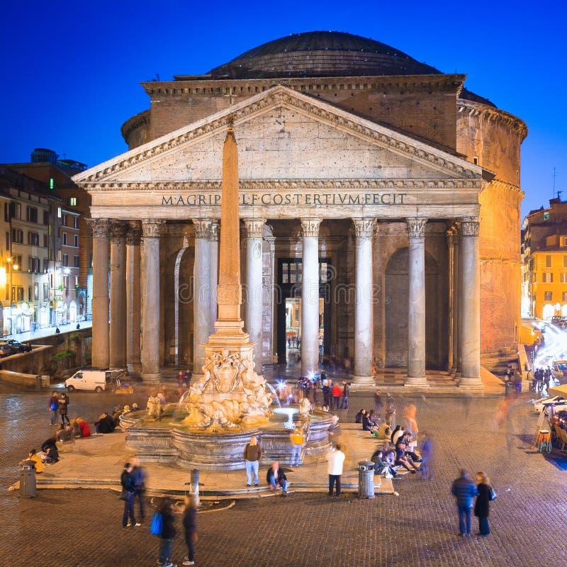 Pantheon bij avond in Rome, Italië, Europa Oude Roman architectuur en oriëntatiepunt stock afbeelding
