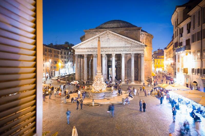 Pantheon bij avond in Rome, Italië, Europa Oude Roman architectuur en oriëntatiepunt stock afbeeldingen
