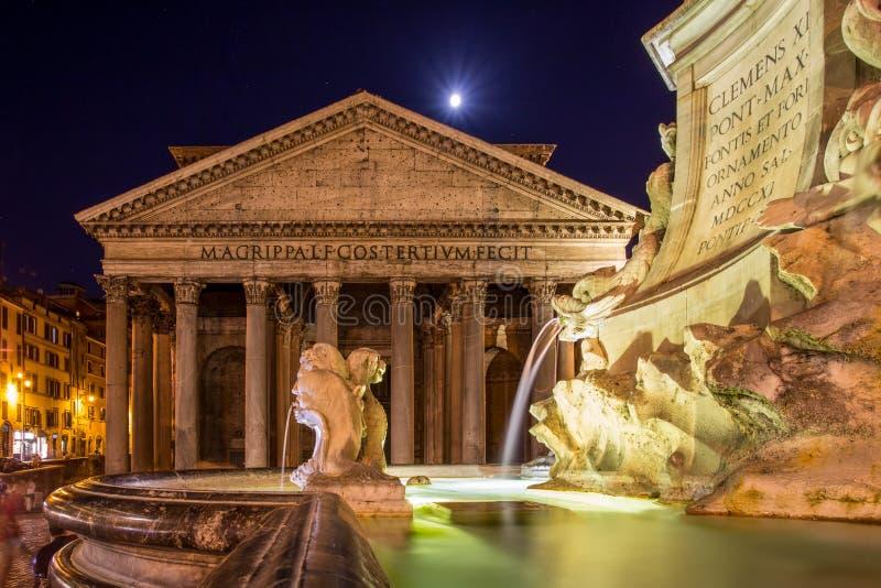 Pantheon bij nacht stock foto