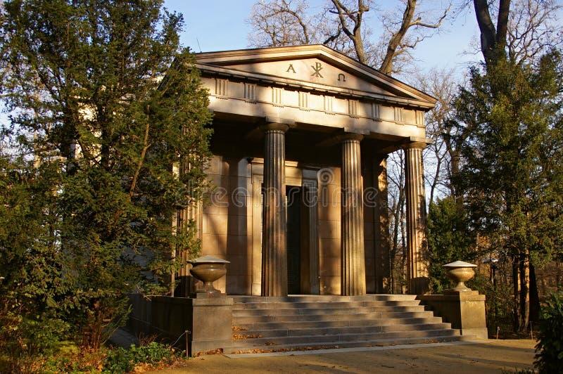 Pantheon in de tuinen van een Paleis in Berlijn stock foto