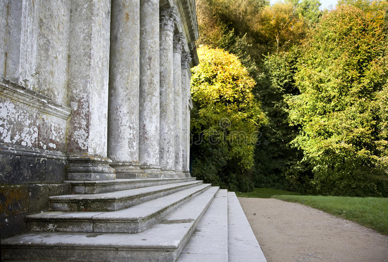 Pantheon i Stourhead trädgårdar, Wiltshire royaltyfri bild