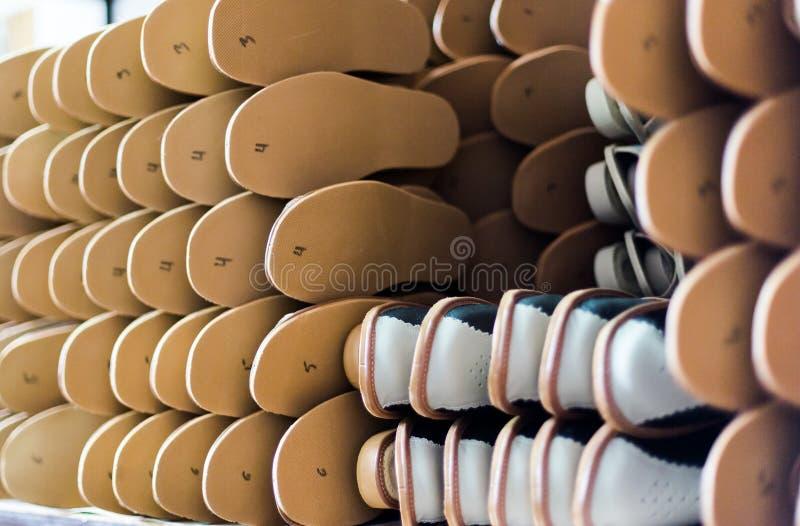 Pantoffels in fabriek klaar te verzenden royalty-vrije stock afbeeldingen