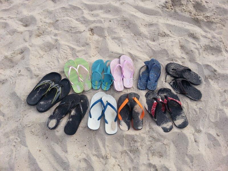 Pantoffels op het strand royalty-vrije stock fotografie