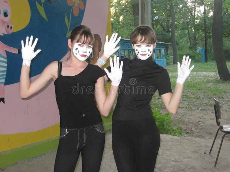 Pantomima aficionada del teatro Las muchachas están listas para el funcionamiento fotos de archivo libres de regalías