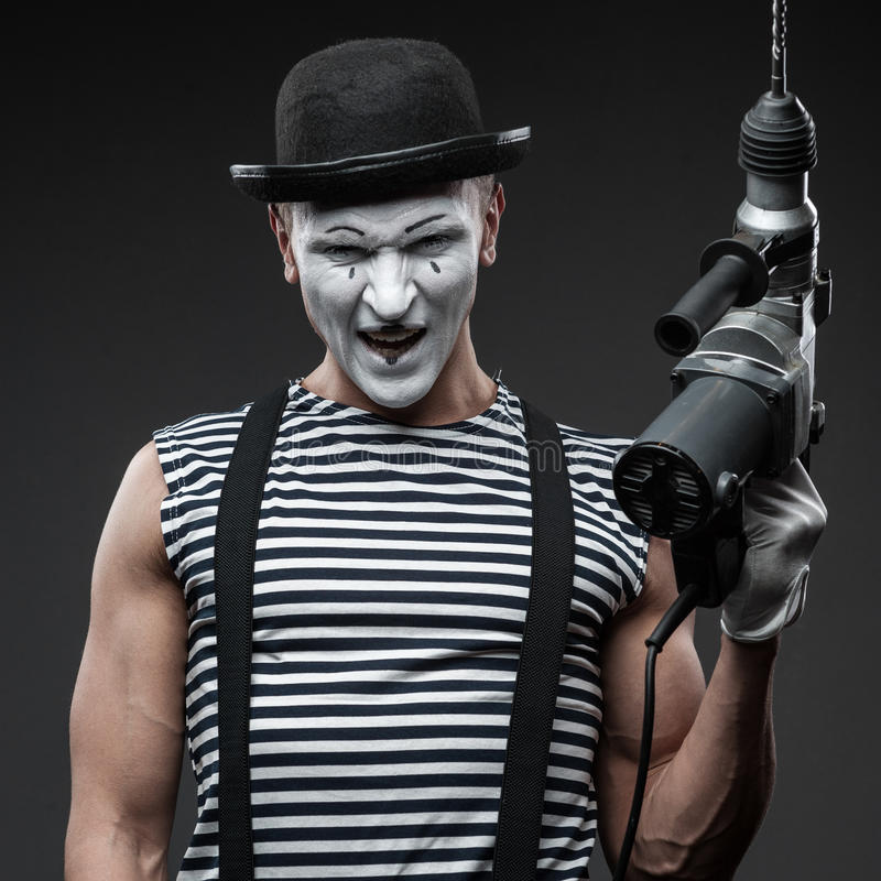 Pantomime avec le foret de marteau images libres de droits