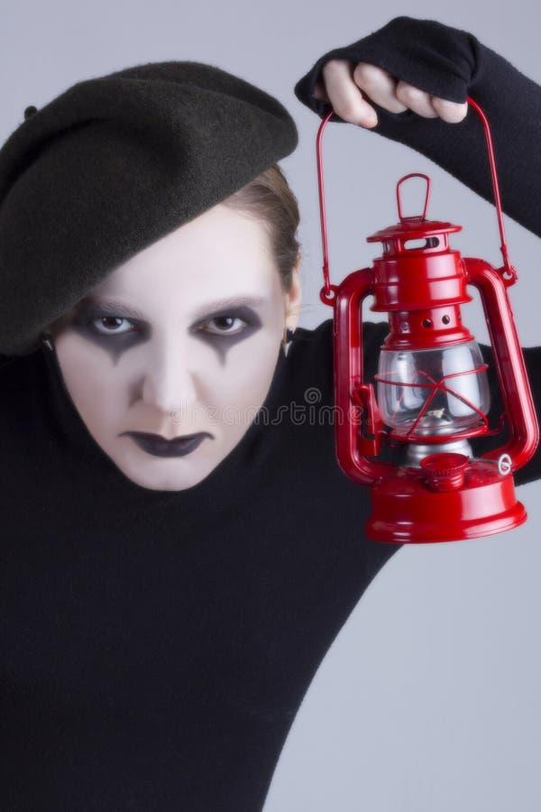 Pantomime de fille avec la lampe de gaz image stock