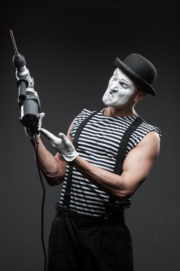 Pantomime mit Bohrhammer stockfotografie