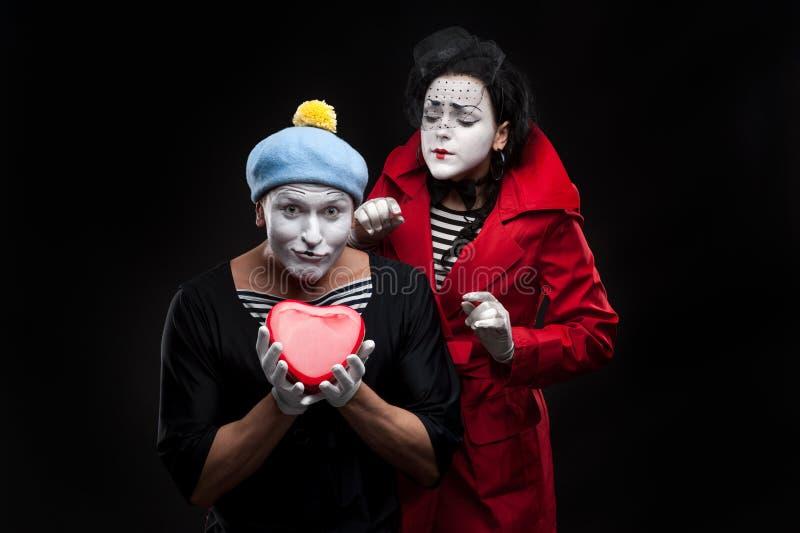 Pantomimen in der Liebe stockbilder