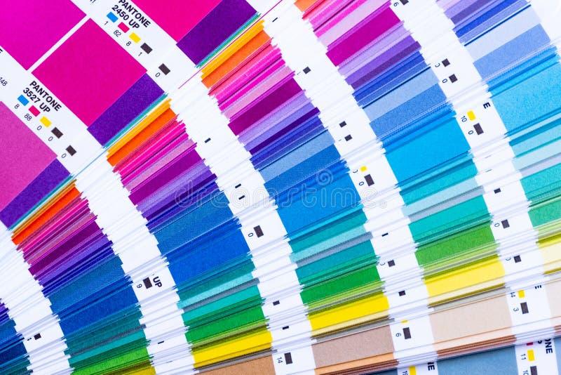 Pantone Beispielfarben stockfotos
