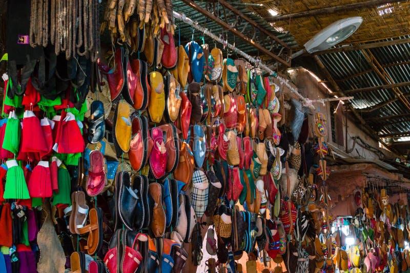 Pantoufles faites main marocaines colorées images stock