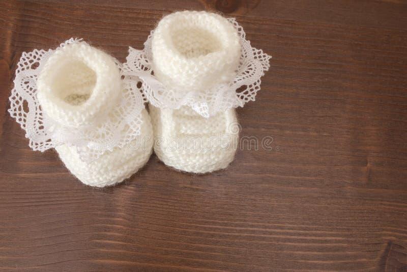 Pantoufles tricotées de bébé photos libres de droits