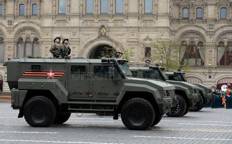 Pantserwagen` Tyfoon K ` op basis van KamAZ - 53949 tijdens de repetitie van de parade op Rood Vierkant ter ere van Victory Day stock afbeeldingen