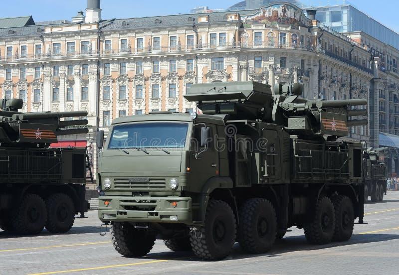 Pantsir-S1 is plotseling gecombineerd aan middellange afstands grond-lucht raket en het luchtafweersysteem van het artilleriewape stock foto's