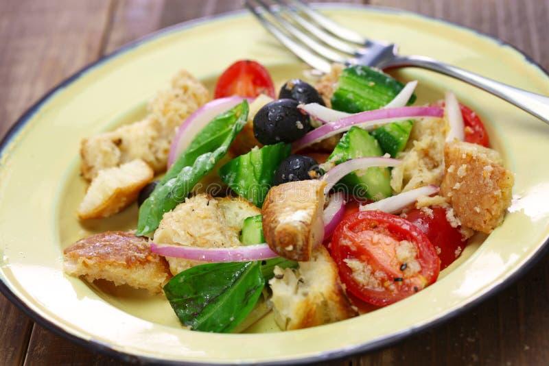 Panzanella, pane toscano ed insalata del pomodoro fotografia stock