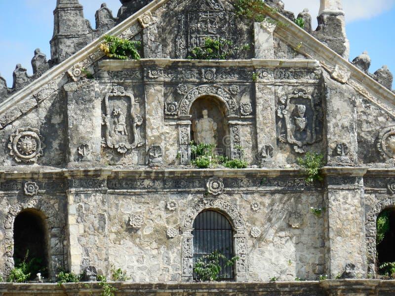 Paoay kyrka i Ilocos Norte upperfaçade royaltyfri foto