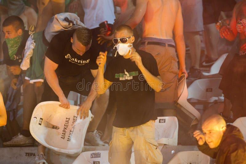 PAOK против быстрых бунтов футбольного матча стоковые фото