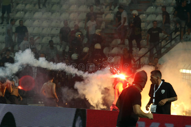 PAOK contre des émeutes rapides de match de football photo libre de droits