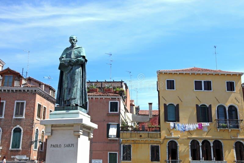 Paolo Sarpi-standbeeld stock afbeelding
