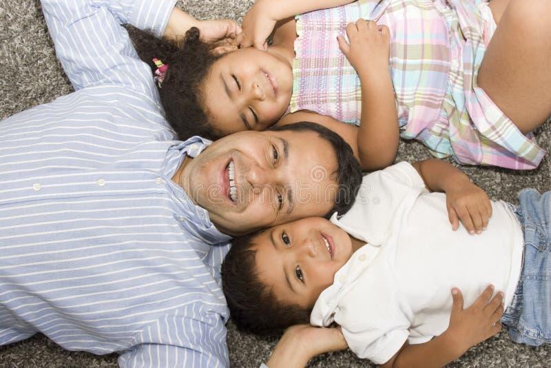 Papà e bambini immagine stock libera da diritti