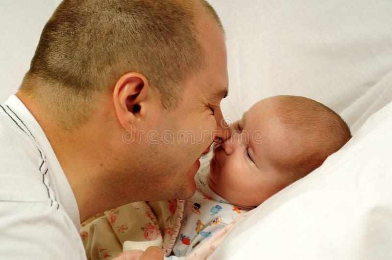 Papà e piccola neonata immagini stock libere da diritti