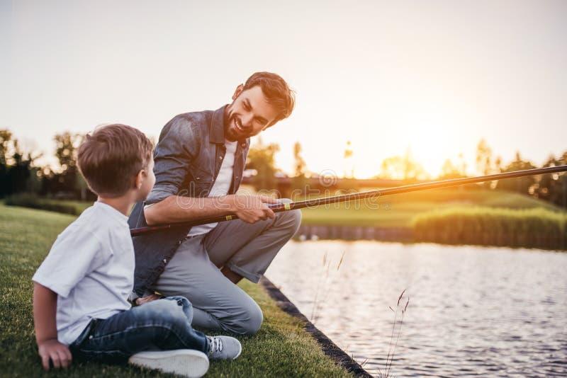 Papá con el hijo imagen de archivo libre de regalías