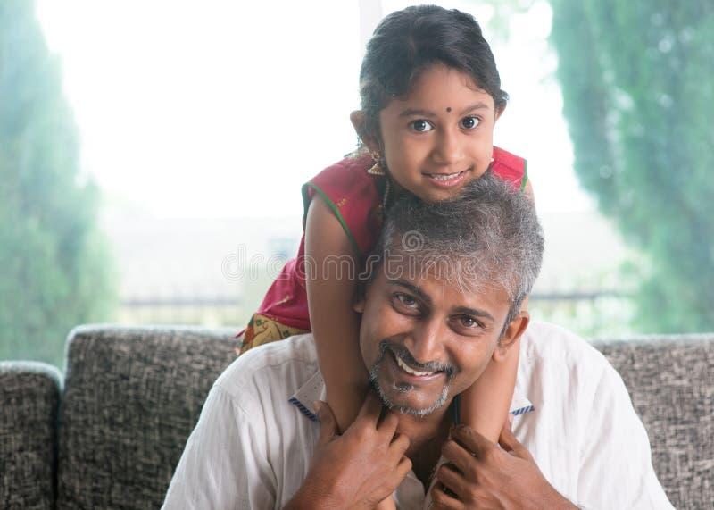 Papá e hija imagenes de archivo