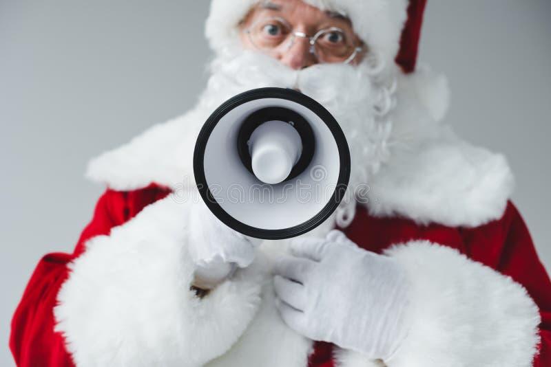 Papá Noel con el megáfono imágenes de archivo libres de regalías