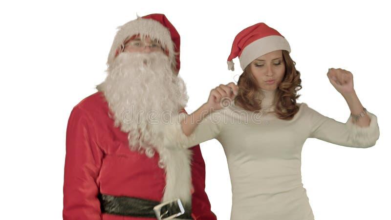 Papá Noel con la muchacha de baile hermosa en el fondo blanco imagen de archivo