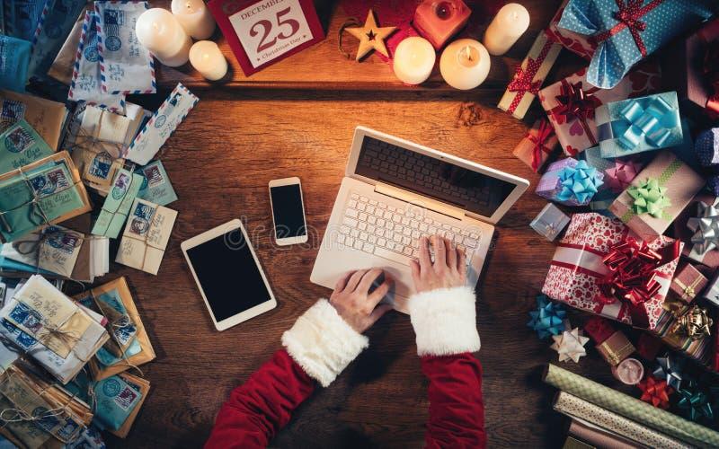 Papá Noel de alta tecnología fotografía de archivo
