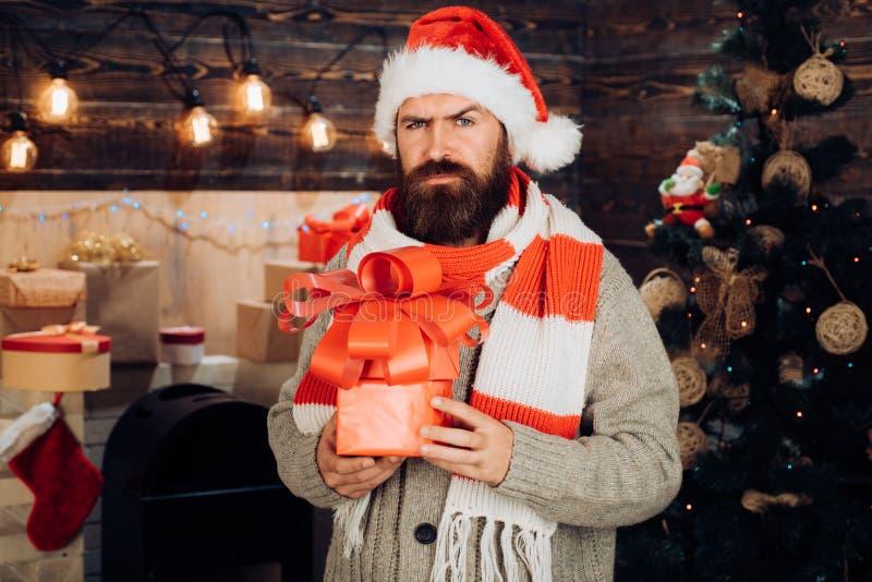 Papá Noel desea Feliz Navidad y Feliz Año Nuevo Papá Noel con los regalos de la Navidad Decoración de la Navidad y nuevo caseros foto de archivo libre de regalías