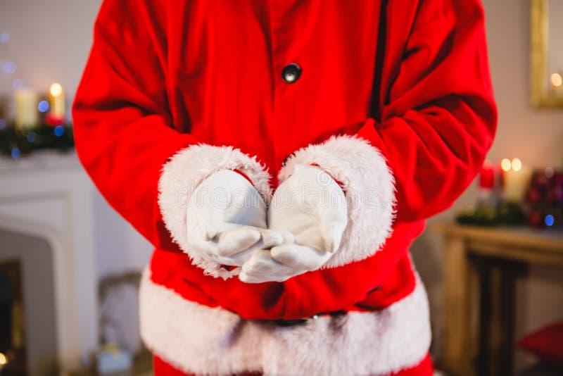 Papá Noel que se coloca con el suyo da ahuecado imagen de archivo