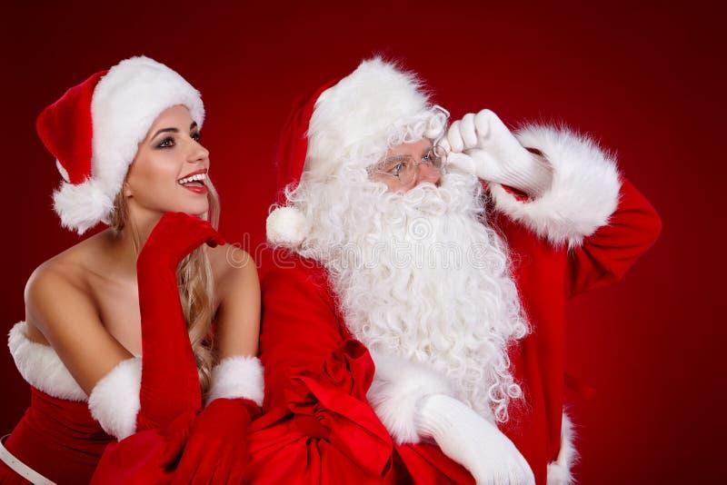 Papá Noel y muchacha asombrosa de la Navidad fotos de archivo