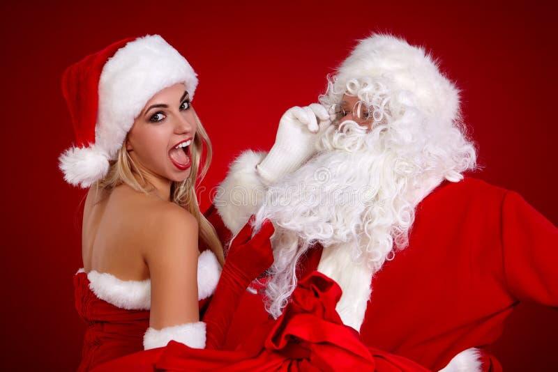 Papá Noel y muchacha asombrosa de la Navidad imágenes de archivo libres de regalías