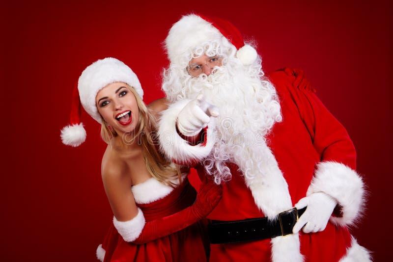 Papá Noel y muchacha asombrosa de la Navidad fotografía de archivo