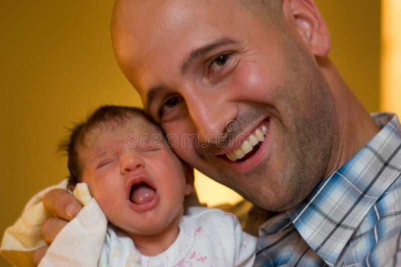 Papá y nueva hija imagen de archivo