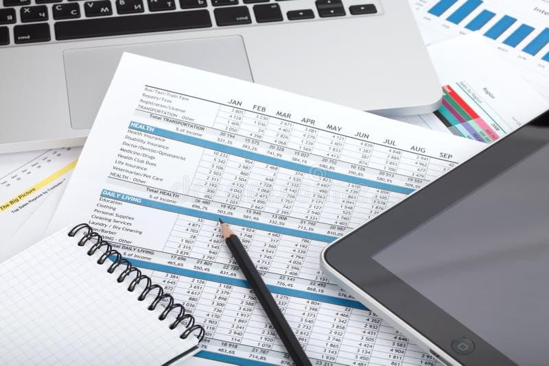 Download Papéis, Computador E Materiais De Escritório Financeiros Foto de Stock - Imagem de detalhe, negócio: 29835094