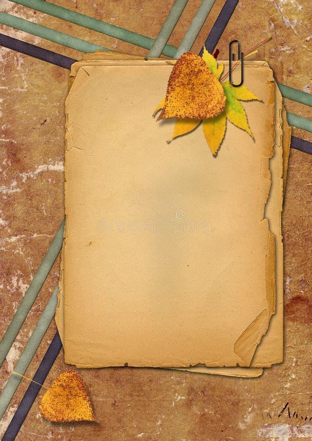 Papéis de Grunge e folhas de outono fotografia de stock