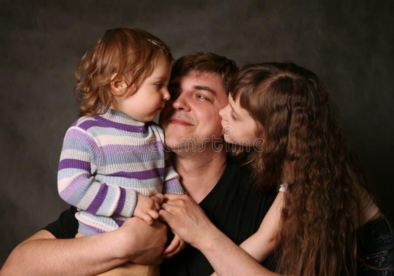 Papa en twee dochters stock foto's
