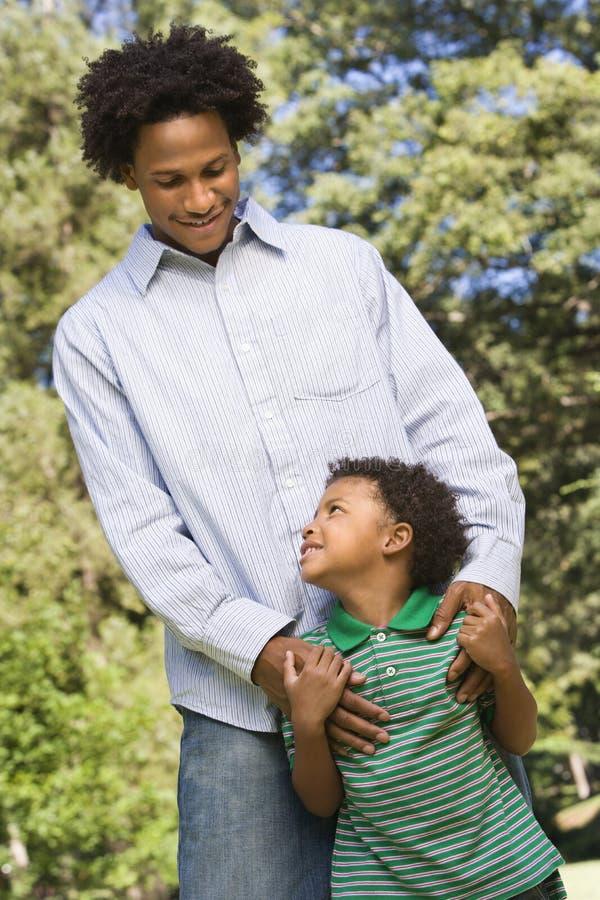 Papa en zoon. stock afbeelding