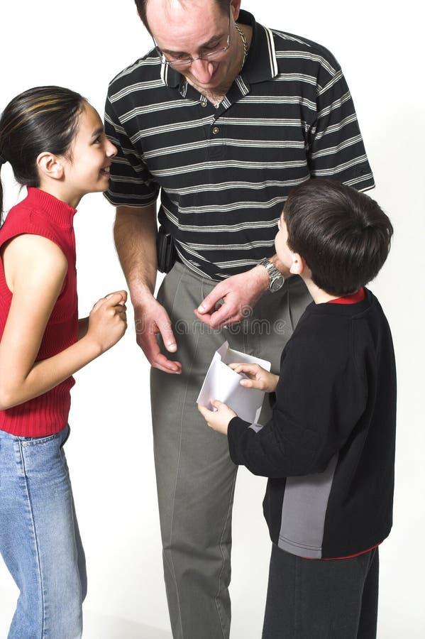 Papa et enfants le jour de père photos libres de droits