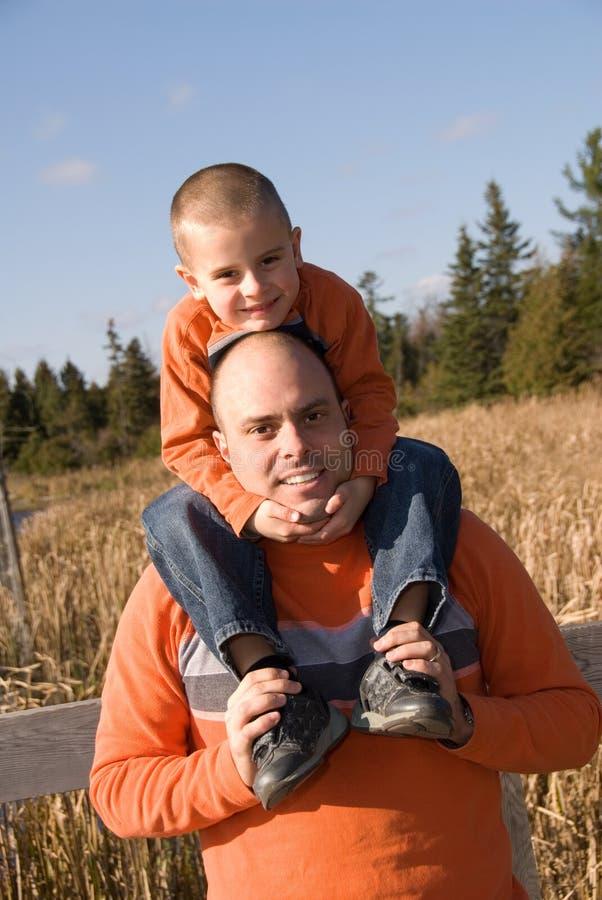 Papa et fils photographie stock libre de droits