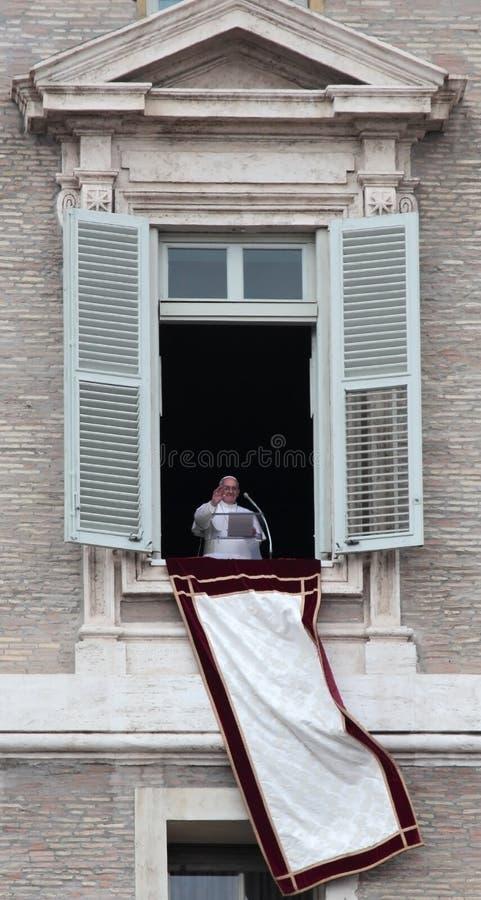 Papa Francis I durante il primo Angelus immagini stock