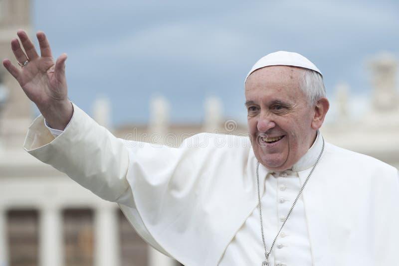 Papa Francisco bendice fiel fotografía de archivo libre de regalías