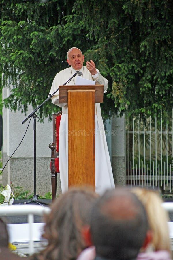 Papa Francisco em Skopje, Macedônia norte fotografia de stock