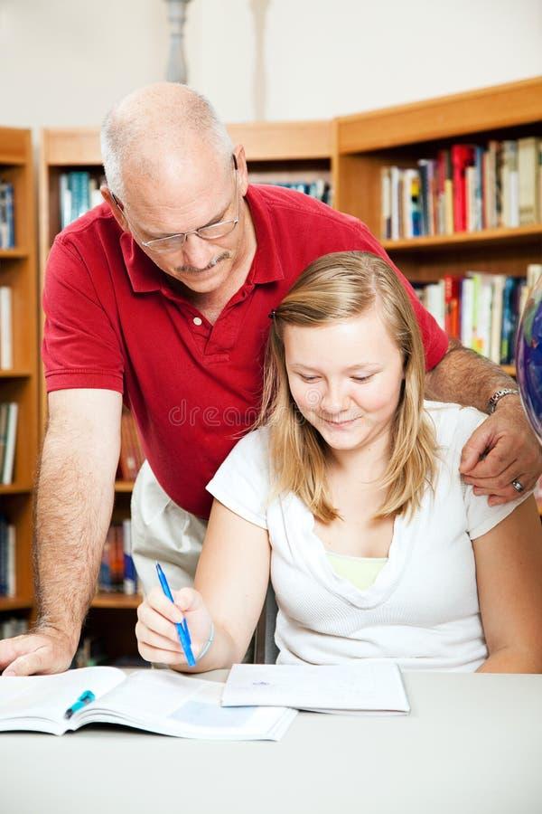Papa of Leraar Helps Student stock foto's