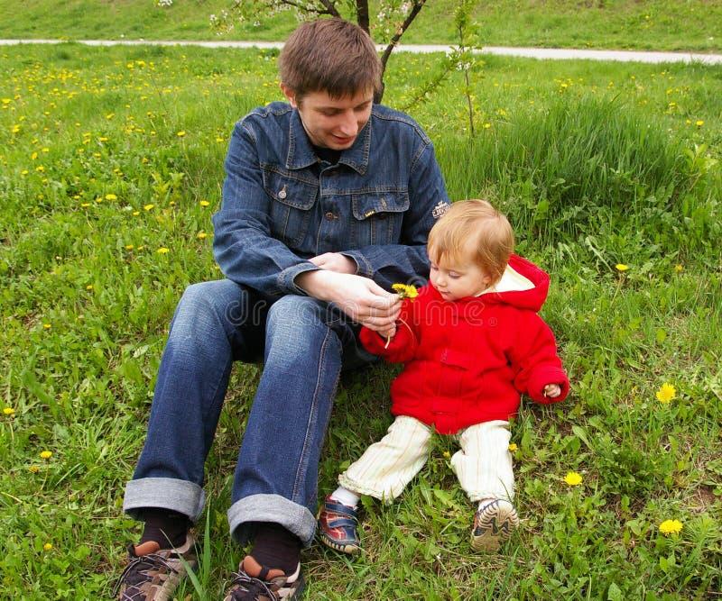 Papa met een dochter royalty-vrije stock afbeelding