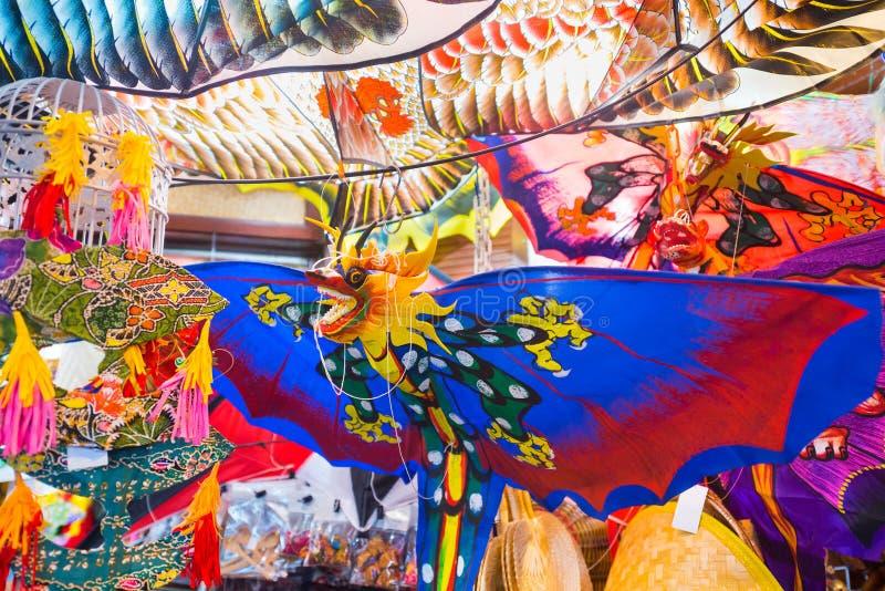 Papagaios coloridos para a venda fotografia de stock