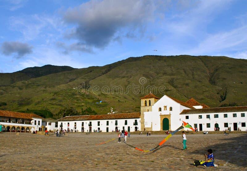 Papagaios na plaza principal Casa de campo de Leyva, Colômbia fotografia de stock royalty free