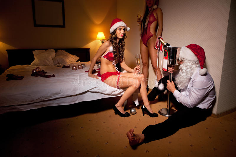 Papai Noel é passado bebido para fora fotos de stock