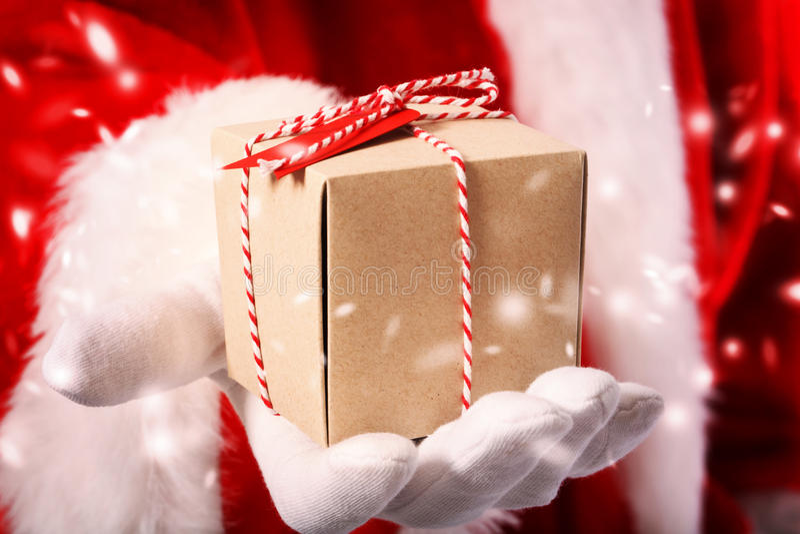 Papai Noel com caixa de presente foto de stock